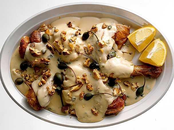Kyckling med citron- och kaprissås, kaprisbär och valnötter