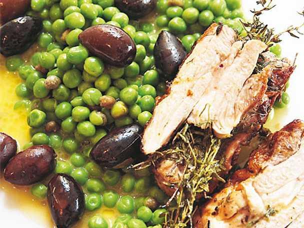 Kyckling med gröna oliver och ärter