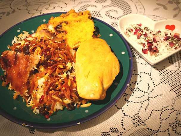 Kyckling med regnbågsfärgat ris med mandel, saffran, russin, berberisbär och syltade apelsinskal