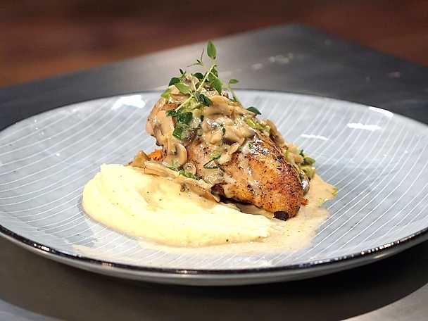 Kyckling med svampsås och palsternackspuré
