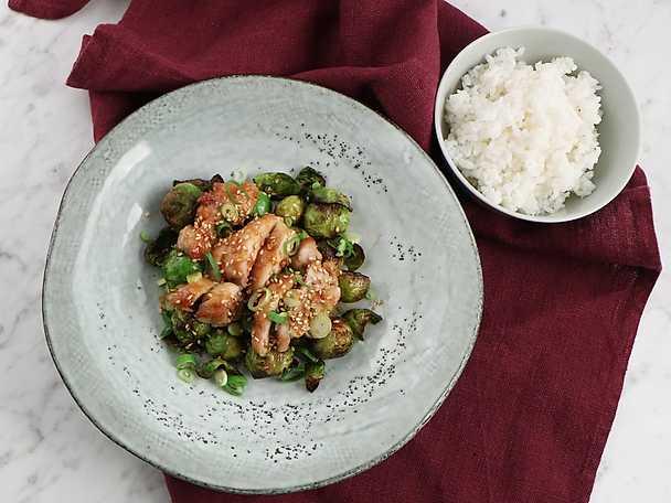 Kyckling med teriyakisås och brysselkål