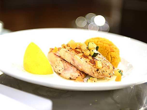 Kycklingbröst med saffran och aprikos samt couscous