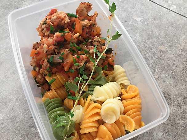 Kycklingfärssås med pasta