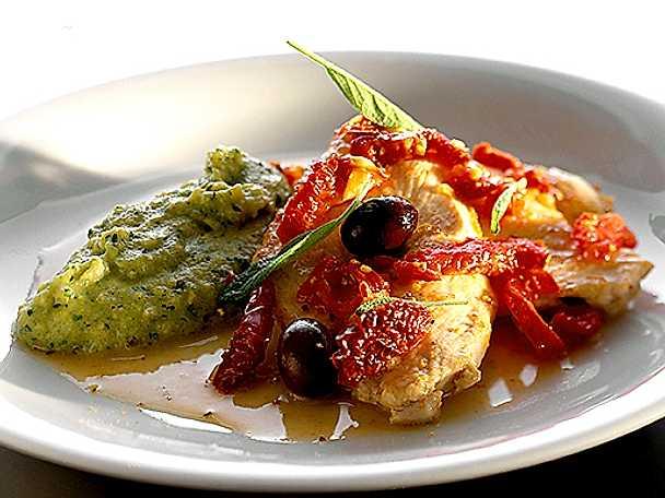 Kycklingfilé med soltorkade tomat och oliver med pestokryddad linspuré