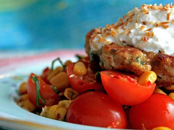 Kycklingfritters med majs- och tomatsalsa