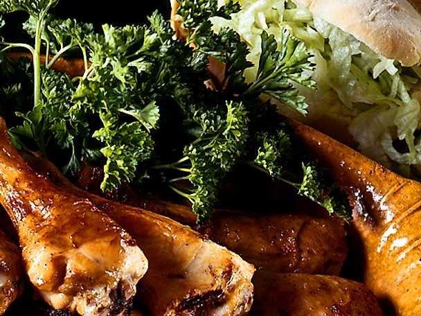 Kycklingklubbor med salladsbröd