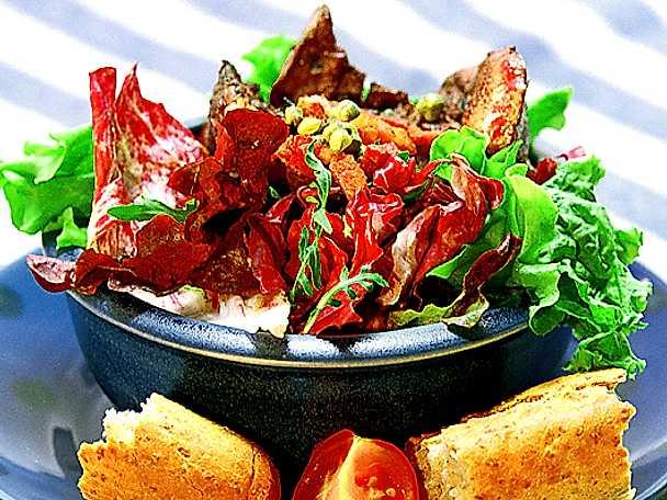 Kycklingleversallad med bacon och kapris