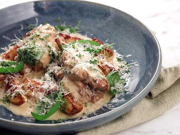 Kycklingrullader med sidfläsk, parmesan och basilika
