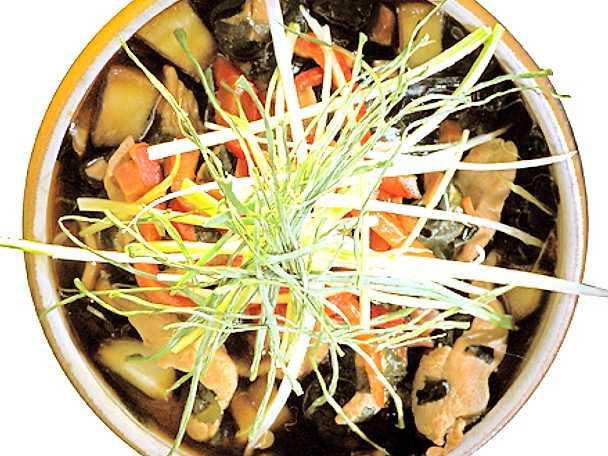 Kycklingsoppa med japanska wakame- alger