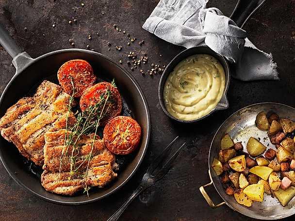 """KycklingSteak med grillade tomater, ugnsbakad fläskpotatis och smakrik """"bea"""""""