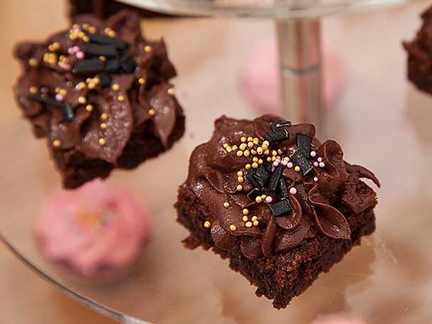 Lakritsbrownies med chokladfrosting
