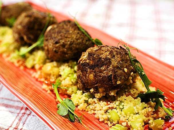 Lammbullar med fetaost och couscous