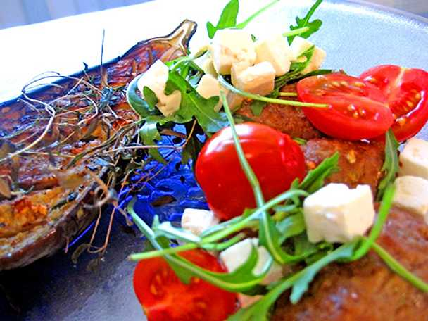 Lammfärsjärpar med fetaost, tomat och ugnsbakad aubergine