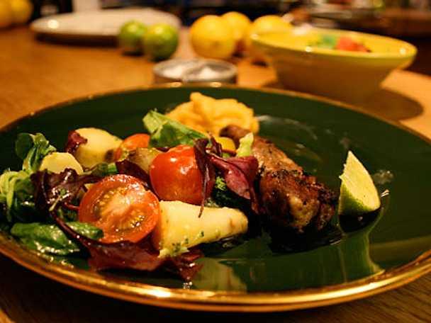 Lammfilé med grönsaks- och rotfruktssallad