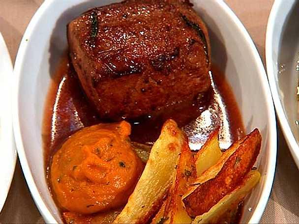 Lammfilé med rödvinssås och pumpapuré
