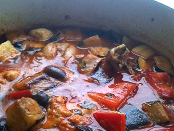 Lammfrikadeller i tomatsås med kapris och oliver