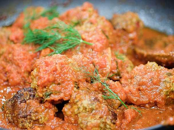 Lammköttbullar i tomatsås med smak av lingon