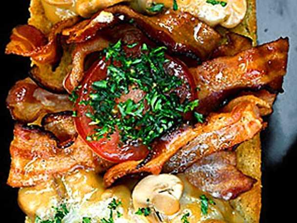 Landgång med svamp och bacon