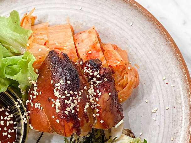 Långkokt fläsklägg med tonkatsusås