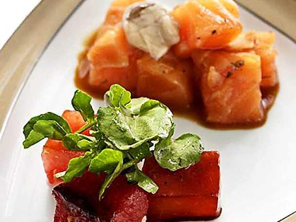 Lättbakad laxtartar med sojadressing och balsamstekt vattenmelon