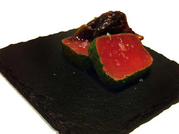 Lättstekt tonfisk med örter