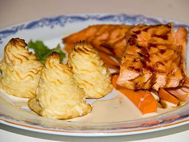 Lax med potatis- och jordärtkockspuré