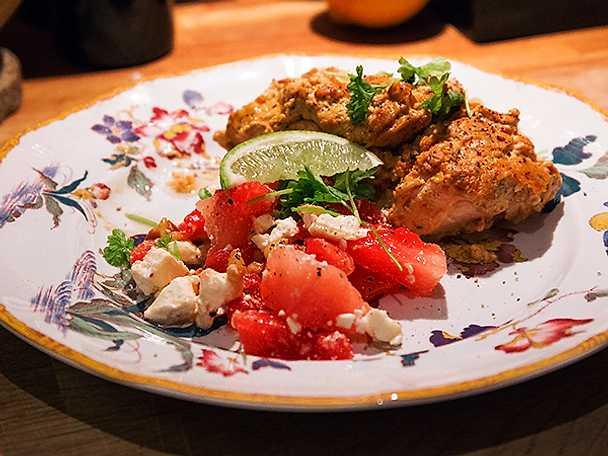 Lax med vitlök och soltorkade tomater