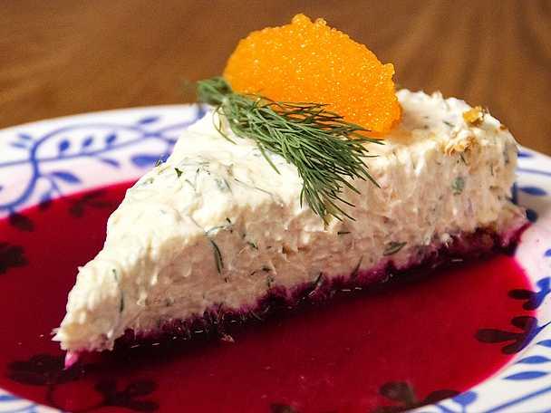 Laxcheesecake med rödbetsvinägrett