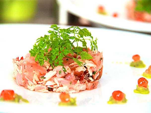 Laxtartar med wasabi och torskrom