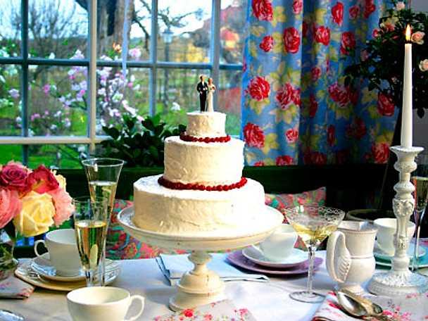 Leilas bröllopstårta i flera våningar Recept från Köket se