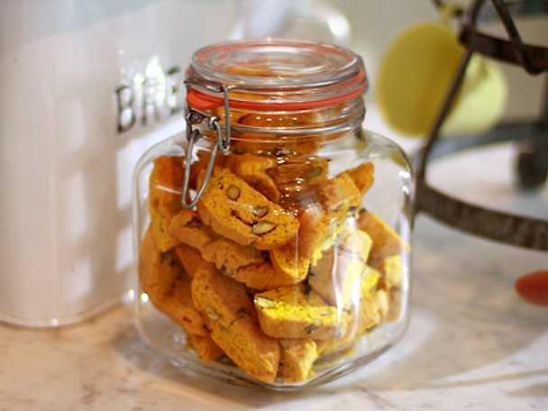 Leilas saffransskorpor med pistage och apelsin