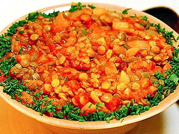 Linsgryta med tomat, morot och paprika