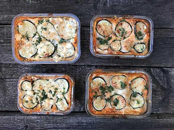 Linslasagne med ajvar relish och zucchini