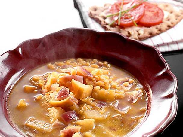Linssoppa med curry och äpple
