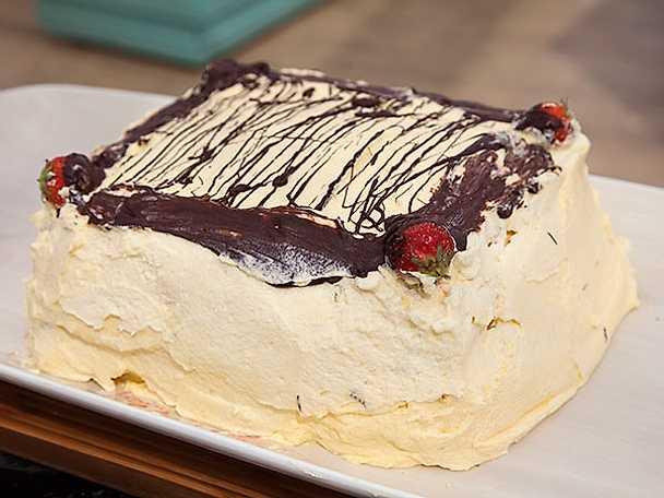 Lisas citronsmörkräm- och mascarponetårta med smak av jordgubbar och kiwi