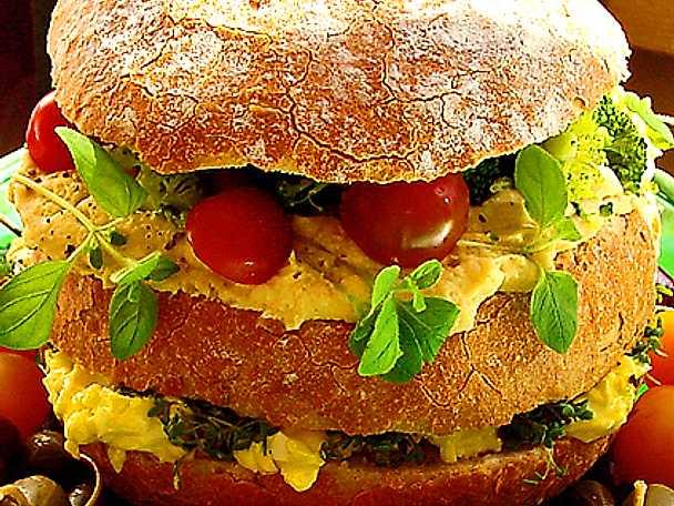 Liten vegetarisk smörgåstårta