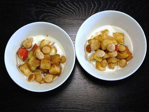 Ljummen äpplekompott med sultanrussin, ingefära och vanilj