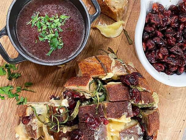 Löksoppa med ostbrytbröd