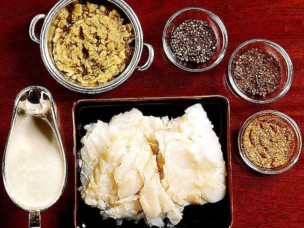 Lutfisk med vit sås, ärtpuré och senap