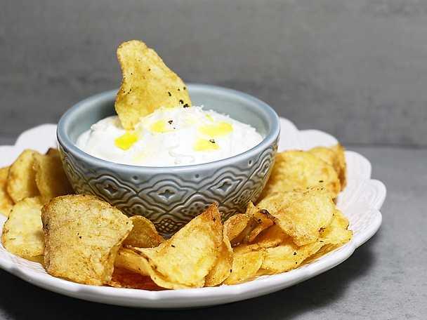 Lyxig tryffeldipp med krispiga chips