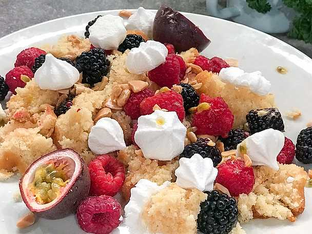 Lyxiga kakrester med bär och glass