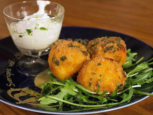 Mac ´n´ cheese ballz med krämig pepparrotsdipp