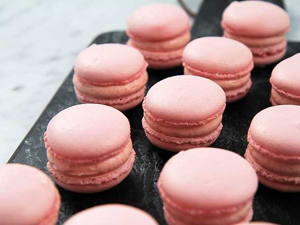 Macarons med hallonmousseline