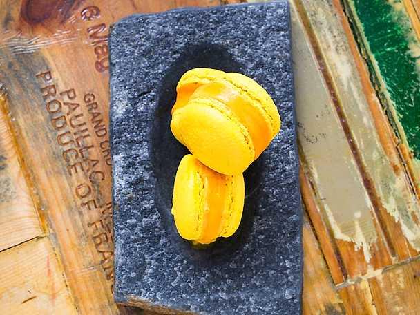 Macarons med saffransglass