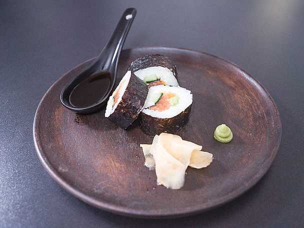 Maki-sushi med gravad lax