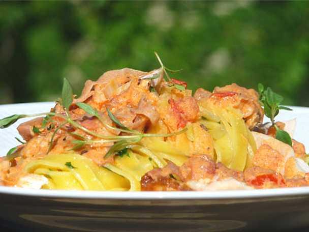 Måndagspasta med tomat, parmaskinka och kyckling