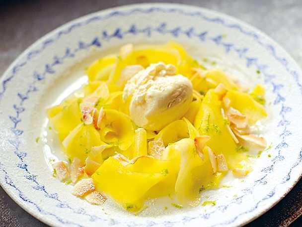 Mango med vaniljglass, kokos och lime