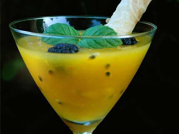 Mango- och passionsfruktssorbet