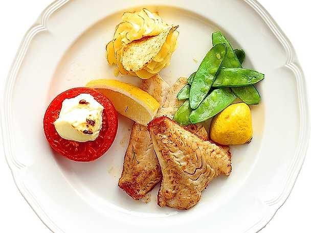 Marinerad stekt fiskfilé med grönsaker