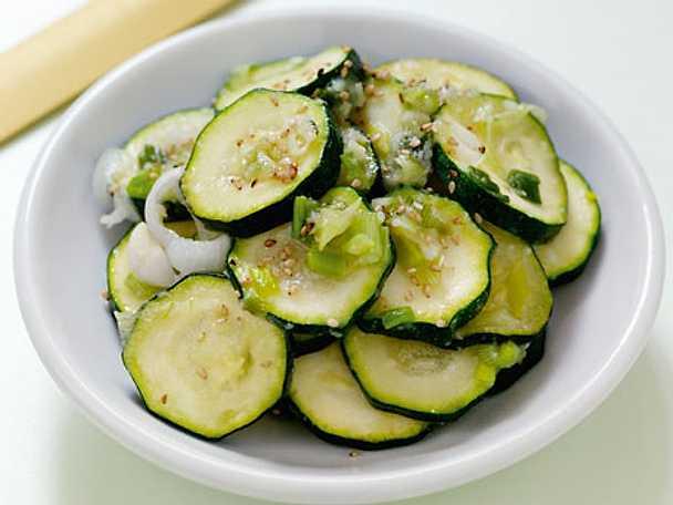 Marinerad zucchini - Hobak Namul